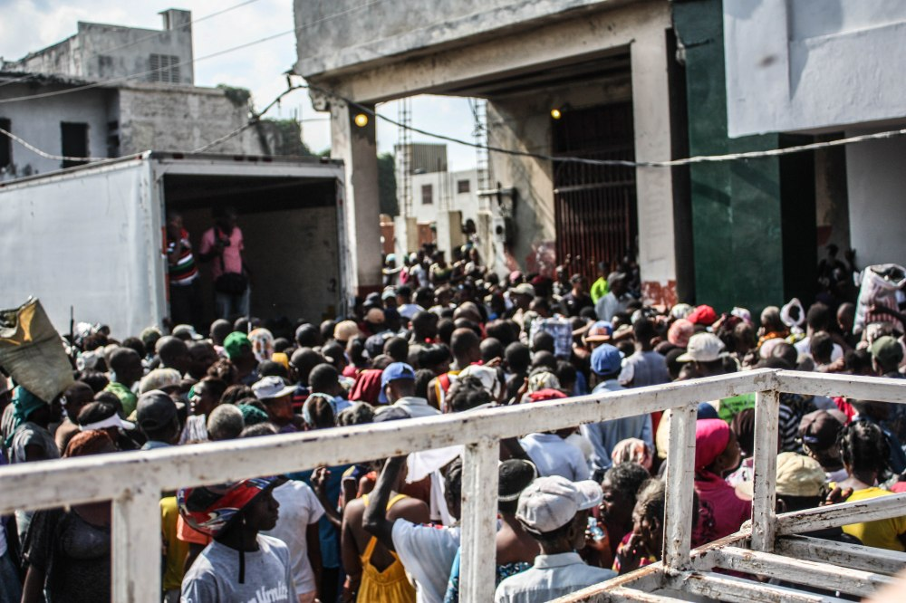 Crowd in Port-au-Prince