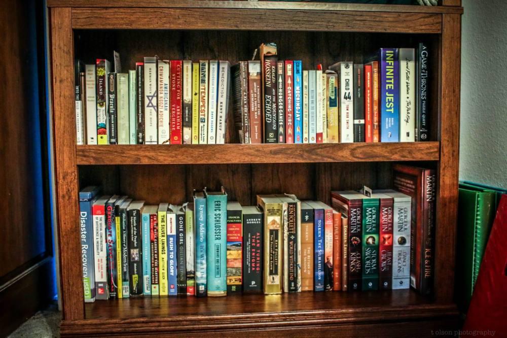 My pretty new bookshelf finally has some books on it!